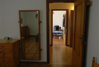 Il pavimento è di parquet, la camera è luminosa Puglia BA Corato