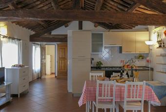 La cucina è con travi a vista, il pavimento è piastrellato Emilia-Romagna FE Vigarano Mainarda