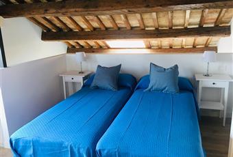 Camera da letto soppalcata, pavimento in parquette, bagno di pertinenza.Il pavimento è di parquet, la camera è luminosa Veneto VE Venezia