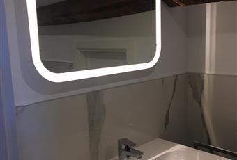 Bagno camera padronale, rivestito in marmo di Carrara Veneto VE Venezia