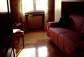 Il pavimento è piastrellato, la camera è luminosa, il pavimento è di parquet Liguria IM Taggia