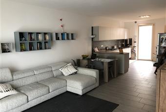La cucina è luminosa, il pavimento è piastrellato, il salone è luminoso Veneto TV Treviso
