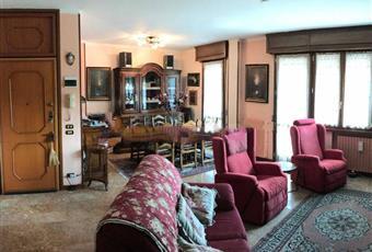 Il pavimento è piastrellato, il salone è luminoso Emilia-Romagna RE Casina