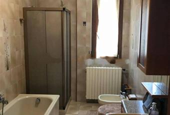 Il pavimento è piastrellato, il bagno è luminoso Emilia-Romagna RE Casina
