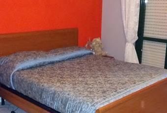 Il pavimento è piastrellato, la camera è luminosa Campania CE Caserta