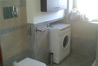 Il pavimento è piastrellato, il bagno è luminoso Campania CE Caserta