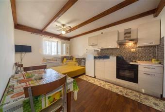Il pavimento è di parquet, la cucina è con travi a vista, la cucina è luminosa Lazio RI Monteleone Sabino