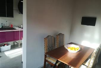 """SEPARATA DA SALA DA PRANZO. CUCINA """"LUBE"""" IN VETRO E METALLO BIANCO/NERO/VIOLA - APPENA ACQUISTATA -  INCLUSA ( piano cottura disegnato da architetto Renzo Piano ) Toscana SI Siena"""