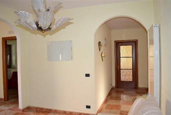 Il salone è luminoso, il pavimento è piastrellato, la cucina è luminosa Campania AV Bisaccia