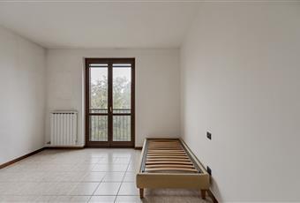 Camera da letto con porta finestra. Lombardia MI Grezzago