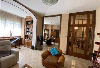 Il pavimento è in marmo, con decori mosaico, e il salone è luminoso. Piemonte AL Alessandria