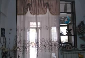Il salone è con camino, il pavimento è piastrellato, il salone è luminoso Puglia BR San Vito dei Normanni