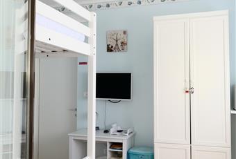 Abbiamo due camere con 4 posti letto composte da un divano letto matrimoniale e un letto matrimoniale a soppalco con bagno in comune. Ogni camera ha TV schermo piatto 32 pollici, wi-fi, filodiffusione sonora in tutta la struttura con esclusione, frigo in camera, cassetta di sicurezza, portabiancheria sporca, asciugamani, pantofole, scarpiera, orologio a parete, scrivania e guardaroba. Valle d'Aosta AO Arvier