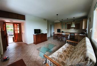 Il salone è luminoso, il pavimento è piastrellato Emilia-Romagna RN Gemmano