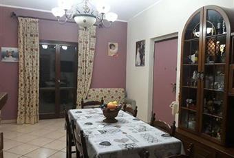 Il salone è con camino, soffitto alto, il pavimento è piastrellato Campania AV Pratola Serra