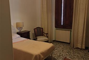 camera matrimoniale ampia e luminosa in privato fornisco altre foto Toscana PO Prato