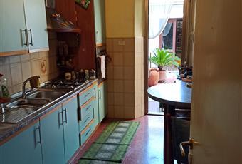 La cucina è luminosa, il pavimento è piastrellato in pvc la cucina è comunicante con il soggiorno. Toscana PO Prato