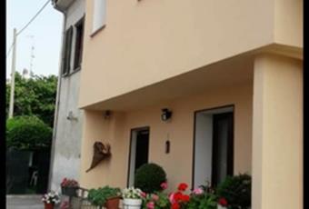 Vendita casa semi -indipendente 135000€