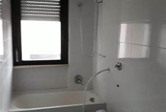 Il pavimento è piastrellato, il bagno è luminoso Puglia FG Foggia