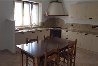 La cucina è luminosa, il pavimento è piastrellato Lombardia BG Gandino