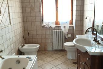 Il pavimento è piastrellato, il bagno è luminoso Campania AV Nusco