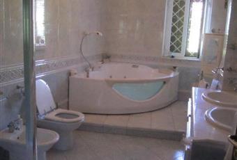 Il pavimento è piastrellato, il bagno è luminoso Campania CE Gioia Sannitica