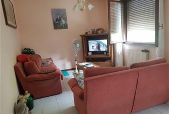 Soggiorno molto luminoso con due grandi finestre che affacciano al lato sud con angolo TV Emilia-Romagna RE Reggio nell'Emilia