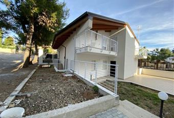 Casa Bifamiliare, Trifamiliare in Vendita in Via Chiappinello 38 a Montesilvano € 240.000