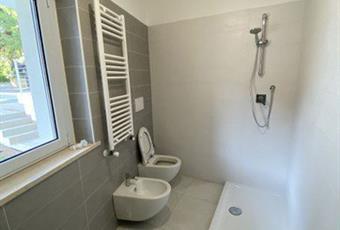 Il pavimento è piastrellato, il bagno è luminoso Abruzzo PE Montesilvano