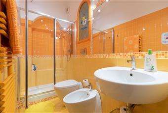 primo bagno dotato di ampia doccia  Toscana FI Firenze