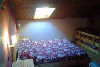 Una delle 6 camere da letto nel livello superiore con pavimento in parquet e illuminazione a velux Trentino-Alto Adige TN Sèn Jan di Fassa
