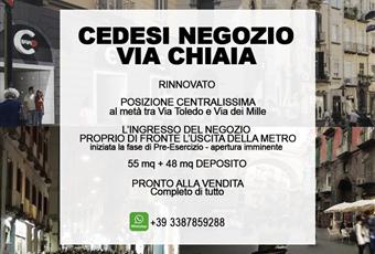 CEDESI NEGOZIO VIA CHIAIA -posizione centrale- di fronte stazione metro- COMPLETO DI TUTTO