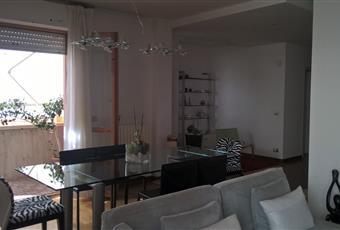 Il salone è estremamente luminoso (si affaccia su due terrazzi comunicanti) e splendidamente arredato. Marche FM Porto Sant'Elpidio