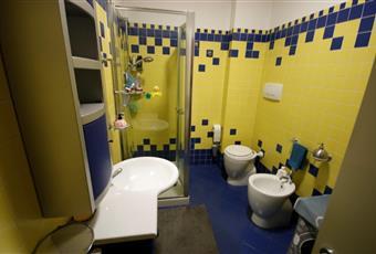 Bagno di servizio con doccia. Marche FM Porto Sant'Elpidio