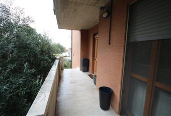 La casa è dotata di 5 terrazzi, di cui 3 con tende Marche FM Porto Sant'Elpidio
