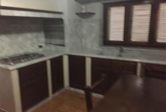 La cucina è luminosa, il pavimento è piastrellato Toscana LU Camaiore
