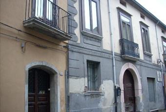 Casa ristrutturata in centro storico di FORINO 30.000 €