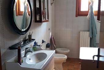 Il salone è luminoso, con camino Puglia BR Latiano