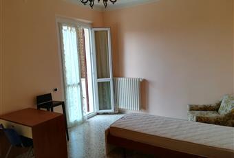 La camera è luminosa, il pavimento è piastrellato Marche PU Urbino