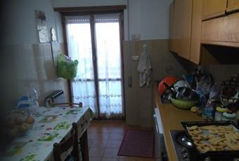 Il pavimento è piastrellato, la cucina è luminosa Lazio LT Cisterna di Latina