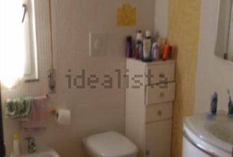 Il pavimento è piastrellato, il bagno è luminoso Puglia BR Brindisi