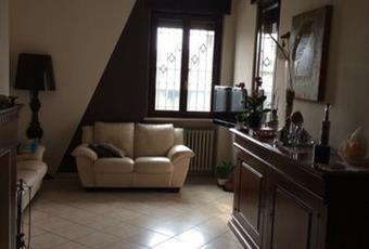 Il pavimento è piastrellato, il salone è luminoso Piemonte AT Castell'Alfero