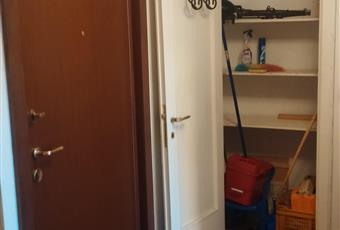 L'ingresso ha una porta blindata ed un ripostiglio. Lombardia MI Milano