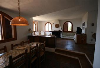 Il pavimento è piastrellato, il salone è luminoso, il pavimento è di parquet Sardegna CA Maracalagonis