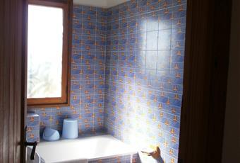 Il pavimento è piastrellato, il bagno è luminoso Sardegna CA Maracalagonis