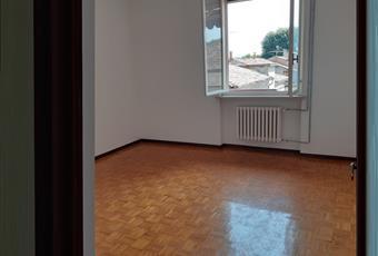 una matrimoniale e 1 singola possibilità di ricavare la terza in sala  Emilia-Romagna RE Brescello