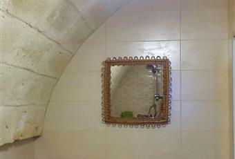 Il pavimento è piastrellato, il bagno è luminoso Puglia TA Maruggio