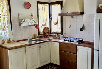 Il pavimento è piastrellato, la cucina è luminosa Molise IS Rocchetta a Volturno