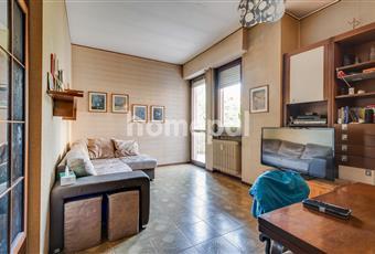 Il soggiorno è luminoso e ampio, con zona pranzo. Accesso al balcone. Lombardia MB Monza