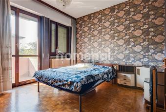 Camera matrimoniale con balcone. Lombardia MB Monza